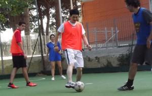 giocare a calcetto o a pallone