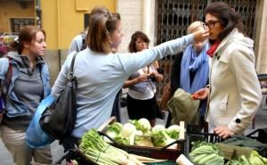 mercato all'aperto di Piazza delle Vettovaglie Pisa