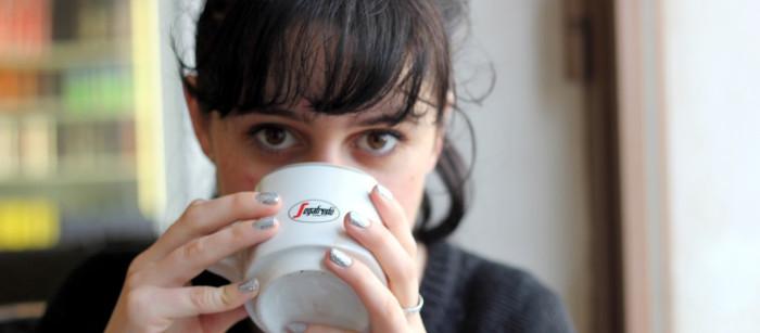 cappuccino e conversazione con un insegnante madrelingua