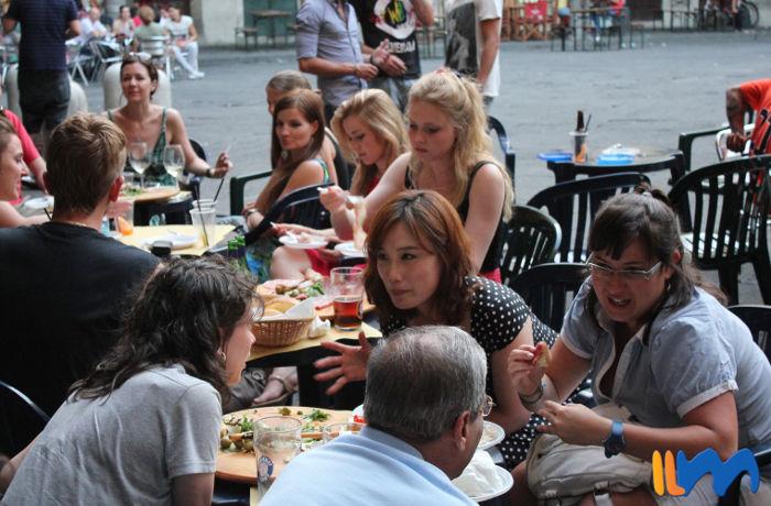 Studentenkneipen liegen an und im Umkreis der Piazza delle Vettovaglie